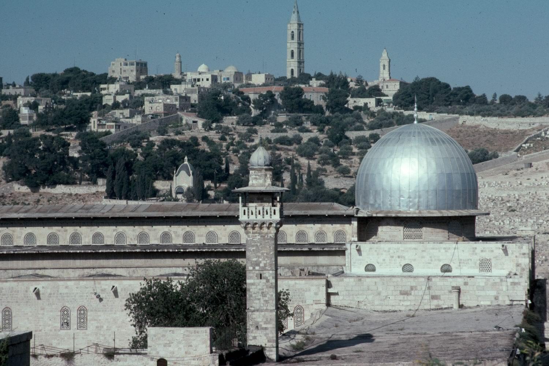 ทำไม อัลลอฮฺทรงเลือกมัสญิดอัลอักซอเป็นกิบละฮฺ (แรก) ก่อนกะอฺบะฮฺ?
